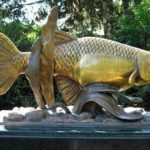Москитная рыбка — ей поставлены памятники